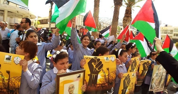 Sit-in in Nablus in protest at medical negligence in Israeli jails