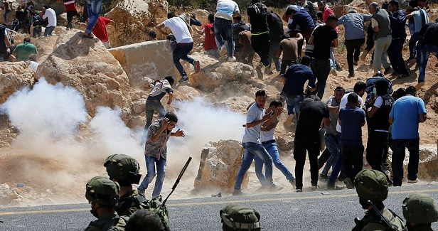 Palestinians injured in attacks by settlers & soldiers south of Nablus