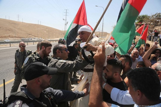 Bedouin citizens of Israel fight plan for relocation in new Negev town
