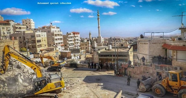Israeli municipality forces Jerusalemite to raze his own house