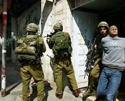 بزعم حيازتهم عبوات ناسفة.. جيش الاحتلال يعتقل 3 شبان شرق نابلس