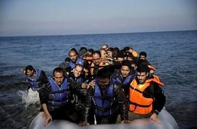 قارب يحمل مهاجرين يصل قبرص قادماً من لبنان
