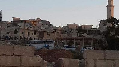 أهالي مخيم حندرات يناشدون الأونروا لتقديم العون لهم