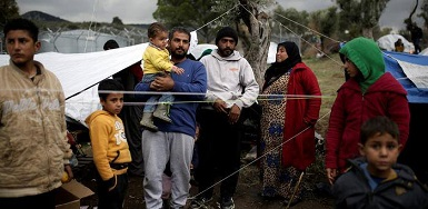 مئات اللاجئين الفلسطينيين من سوريا في مخيّم