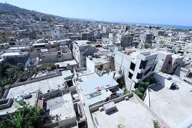 مبادرات الإغاثة.. هل تغني عن حلول جذرية للفقر المستشري في مخيمات الفلسطينيين بلبنان؟