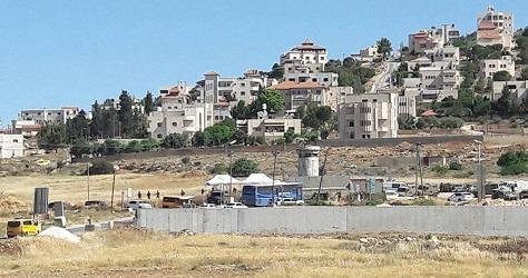 مستوطنون ينصبون 6 خيام على مدخل مخيم الفوار بالخليل
