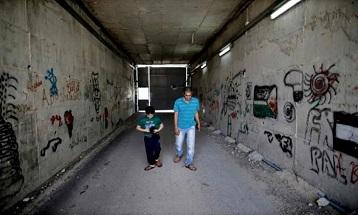 معاناة عائلة فلسطينية تعيش معزولة بسبب جدار الفصل العنصري