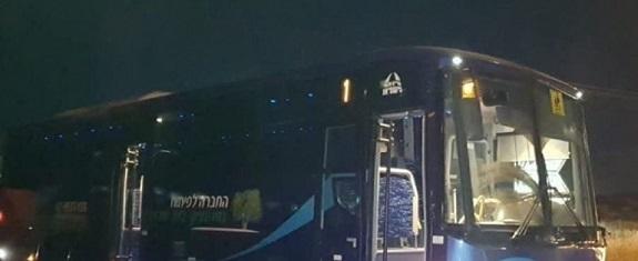 إصابة سائق حافلة للمستوطنين بعد تعرضها للرشق بالحجارة في القدس