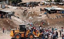 العدو الصهيوني يهدم قرية الوادي الأحمر الجديدة فجر اليوم