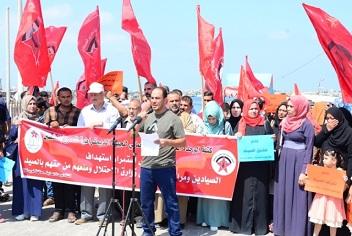 وقفة احتجاجية لـ«الوحدة العمالية» في ميناء غزة ضد استهداف الصيادين في بحر القطاع