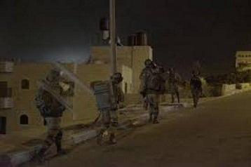 اعتقال (22) مواطناً بالضفة الغربية.. وقوات الاحتلال تصادر أسلحة وآلاف الشواكل بالخليل