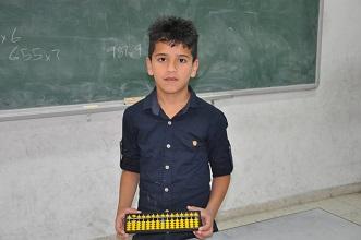 طفل من مخيّم بلاطة تصفه