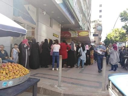 آلية التوزيع واقتطاع مبالغ مالية تثير حالة غضب عارمة بين أواسط فلسطينيي سورية في لبنان