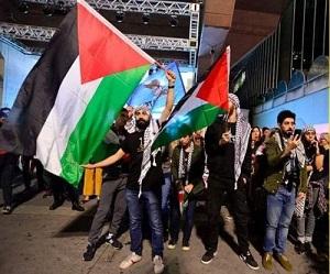 وقفة احتجاجية في البرازيل تنديداً بالمجزرة الإسرائيلية بغزة