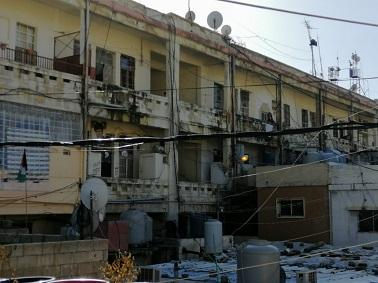 المبنى الفرنسي في مخيّم الجليل.. 60 عائلة فلسطينية مهددة بخطر الإنهيار