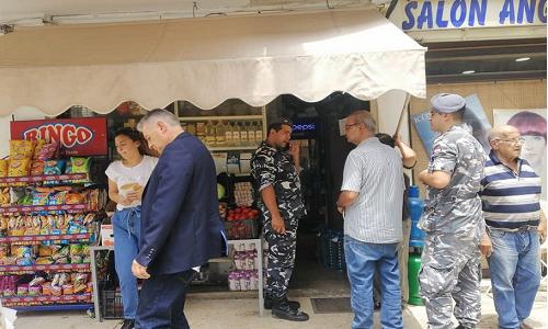 إغلاق منشآت لفلسطينيين وحرمان لاجئين من العمل وسط استنكار فلسطيني- لبناني
