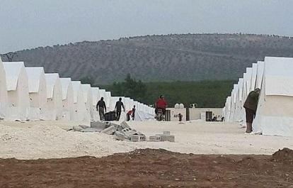 مخيّمات الشمال السوري بلا وسائل تدفئة.. واللاجئون يناشدون و يحذّرون من الموت برداً