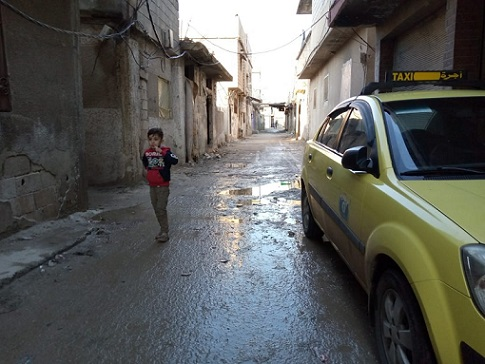 تقليل مخصصات المازوت يفاقم تأثيرات المنخفض الجوي على أهالي مخيم درعا