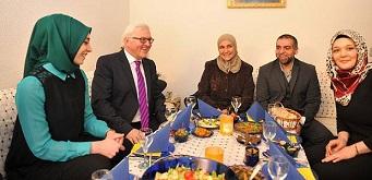 فتيحة الشامي ..مشروع إطعام الأيتام انطلق من برلين لوقف معاناة الأطفال بالعالم