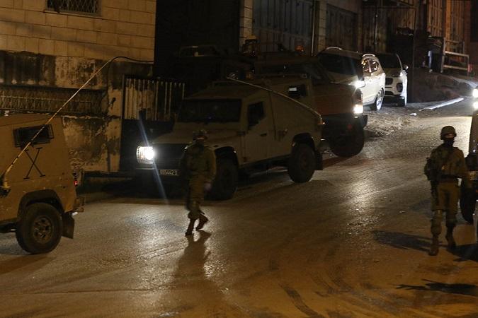 في تواصل لانتهاكاته: الاحتلال يعتقل 18 مواطناً ومستوطنون يقتحمون الأقصى(الثلاثاء)