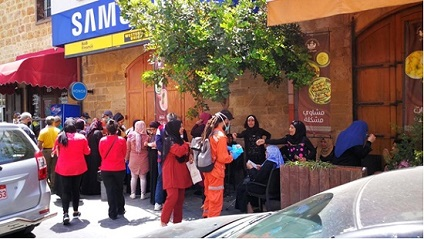 إستياء فلسطيني من سوء آلية توزيع «الأونروا» مساعدات مالية.. «تساؤلات وسمسرات»