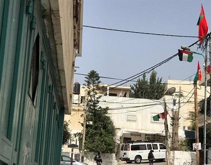 إزالة الاعلام الفلسطينية واعتقالات ومخالفات بالعيسوية