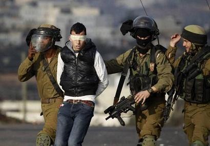 جيش الاحتلال يعتقل شابا من الخليل