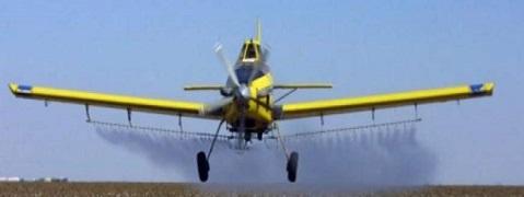 طائرات الاحتلال ترش المبيدات الضارة على المناطق الزراعية شرق دير البلح
