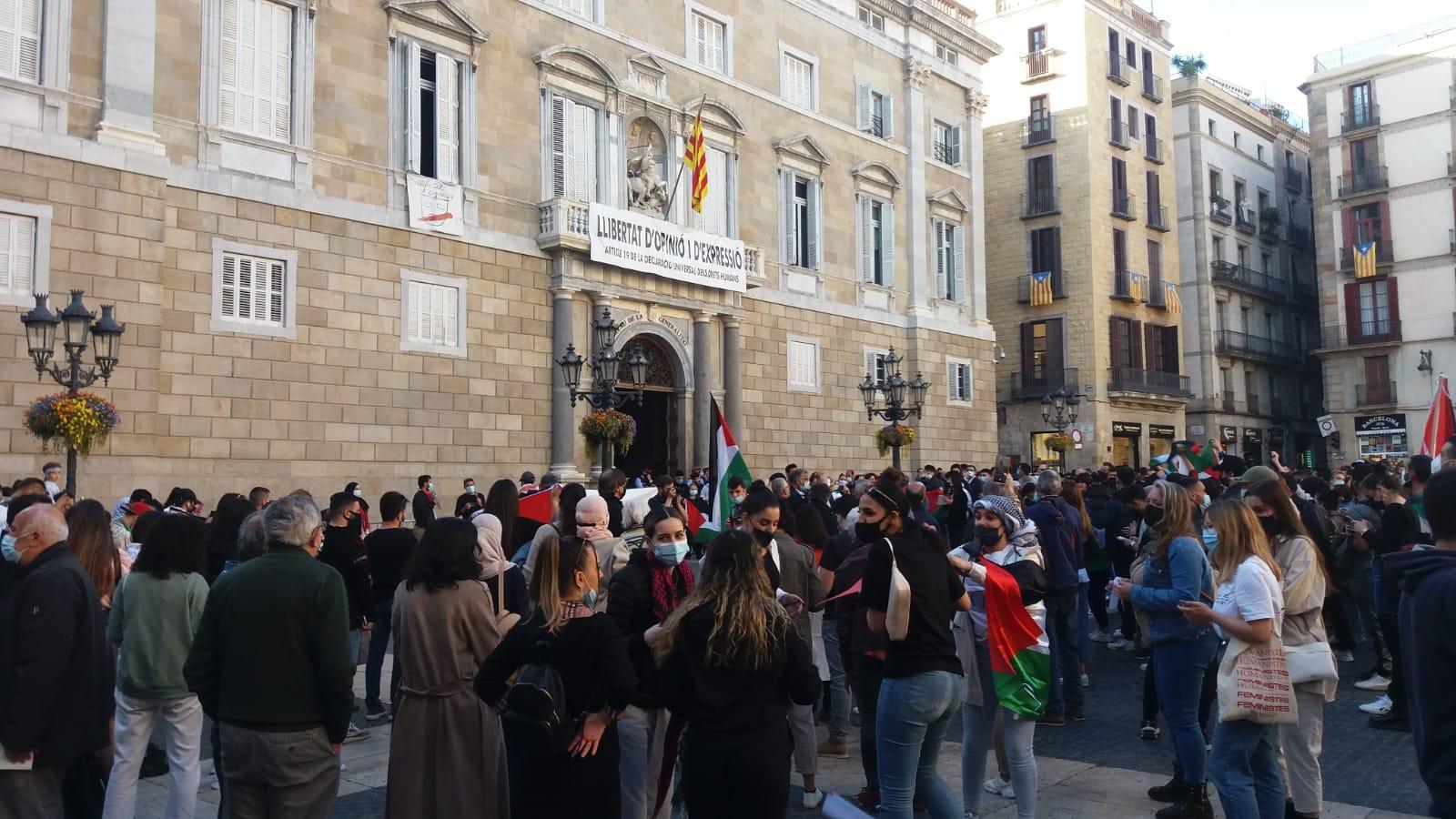 الجالية الفلسطينية في إسبانيا تنظم وقفة جماهيرية حاشدة في برشلونة دعما لحي الشيخ جراح ومدينة القدس المحتلة