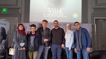 طلابٌ فلسطينيون يعرضون الواقع الإعلامي للشباب الفلسطيني بمهرجانٍ في فرنسا