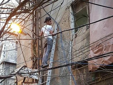 صيانة خطوط الكهرباء في