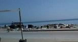 أهالي مخيم الرمل يشكون تراكم النفايات وانتشار القوارض على الشاطئ