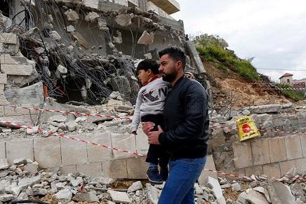الاحتلال يهدم في طوباس والقدس.. ويخطر 20 منزلًا