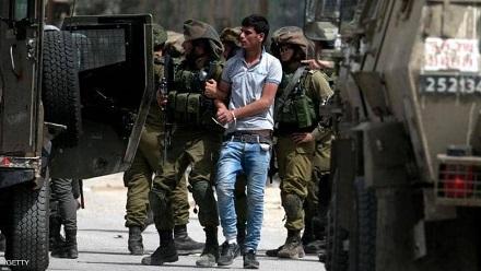 جيش الاحتلال يعتقل شاباً من مُخيّم الأمعري