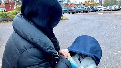 ناشطة حقوقية من أبناء مخيم اليرموك تتعرض لاعتداء كراهية في السويد
