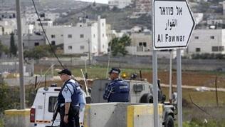 جيش الاحتلال يغلق مدخل مخيم الفوار جنوب الخليل