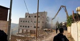 جيش الاحتلال يهدم بنايتين قيد الإنشاء بالعيزرية شرق القدس