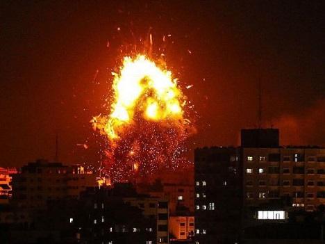 4 إصابات بينها خطيرة لسيدة وزوجها في قصف غزة