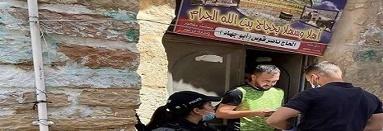 قوات الاحتلال تعتقل شابين وتسلم آخر قرار بالإبعاد عن المسجد الأقصى