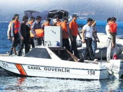 تركيا توقف 330 مهاجراً بينهم فلسطينيين أثناء محاولتهم الوصول إلى جزيرة ليسبوس اليونانية