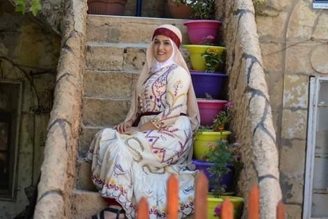 مصممة الأزياء أبوعواد: علينا إبراز الإبداع الفلسطيني في المحافل الدولية