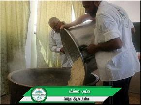 هيئة فلسطينيي سورية تقيم مطبخاً خيرياً لإغاثة نازحي مخيم اليرموك إلى بلدات جنوب دمشق