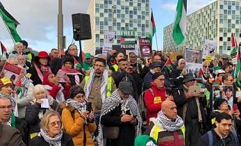 فلسطينيو سورية يشاركون بوقفة احتجاجية في لاهاي لدعم حقوق الشعب الفلسطيني