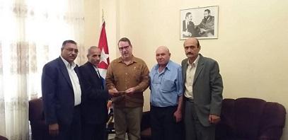 وفد من قيادة «الديمقراطية» في سفارة كوبا في دمشق متضامناً