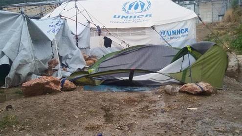 أزمة مياه تواجه قاطني مخيم فيال في جزيرة كيوس اليونانية