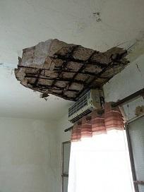 إنهيار جزء من سقف منزل داخل مخيم برج البراجنة