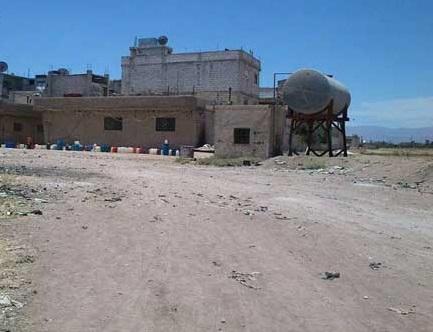 أهالي حي العقاد في مخيم خان دنون يشكون الإهمال وسوء الخدمات