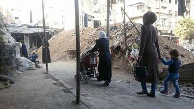 اغلاق منفذ مخيم اليرموك الوحيد يهدد حياة أكثر من 3 آلاف محاصر