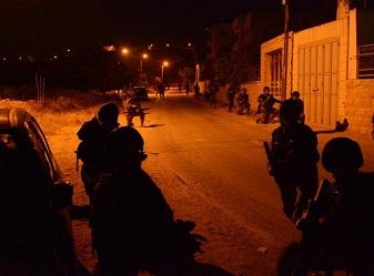 اعتقالات خلال حملات دهم وتفتيش بالضفة الغربية