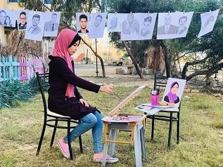 مهندسة إتصالات فلسطينية تُبدع بالرسم بكافة الأدوات